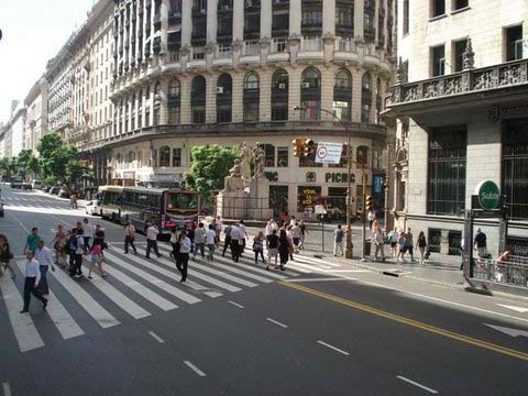 """It is the wide streets and Spanish architecture that makes Buenos Aires so spectacular"""
