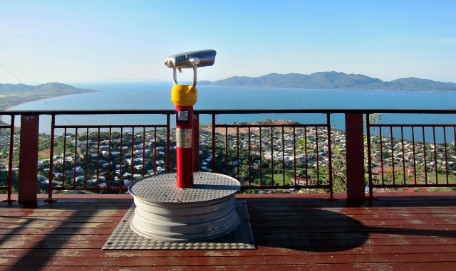 """For great views day or night, Castle Hill Lookout in Townsville, Queensland Australie"""